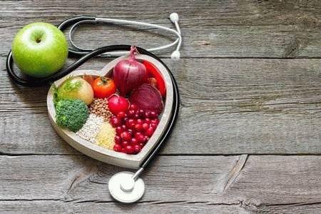 фрукты и стетоскоп