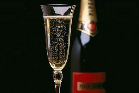 шампанское и бокал