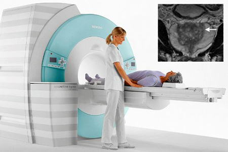 мужчине делают МРТ простаты